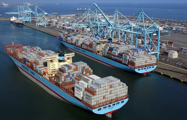 port of Los Angeles apm terminals maersk line container ships shipping